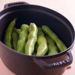 STAUBで、そら豆の蒸し焼き