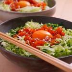 野菜もたっぷりとれる、サーモンユッケ丼