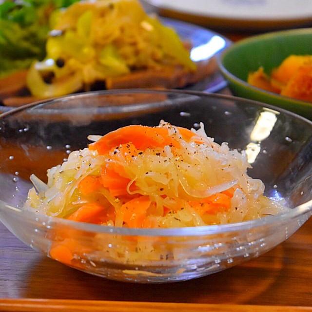 スモークサーモンと塩もみ大根のサラダ