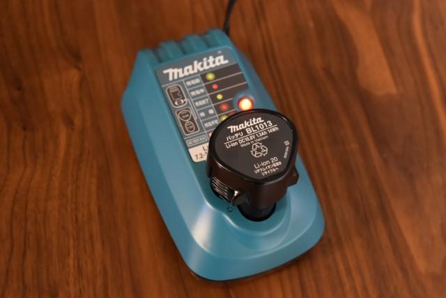 マキタCL100DW充電器