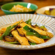 和風青椒魚絲(まぐろとピーマンの炒めもの)のつくり方