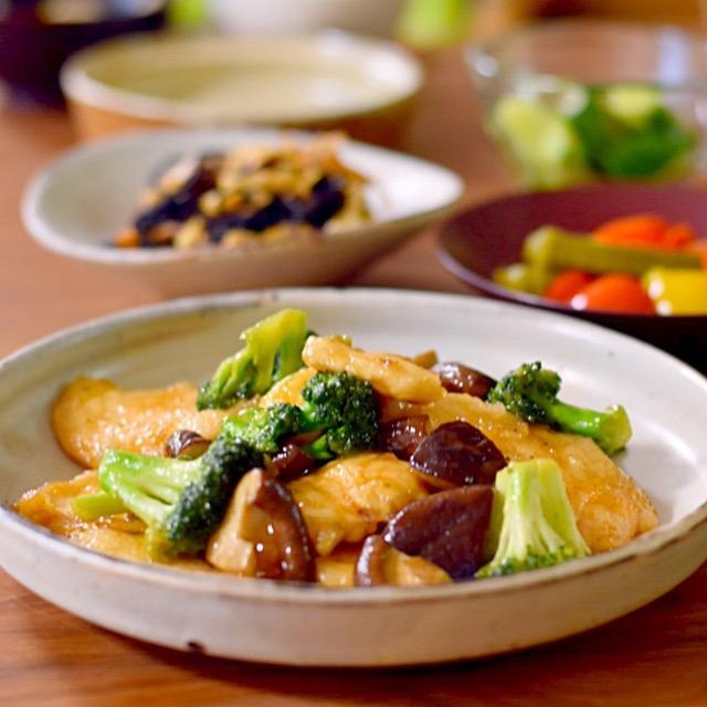 鶏胸肉ときのことブロッコリーのオイスターソース炒め