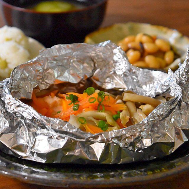 アルミホイルとフライパンで簡単おかず!鮭のホイル焼きのつくり方