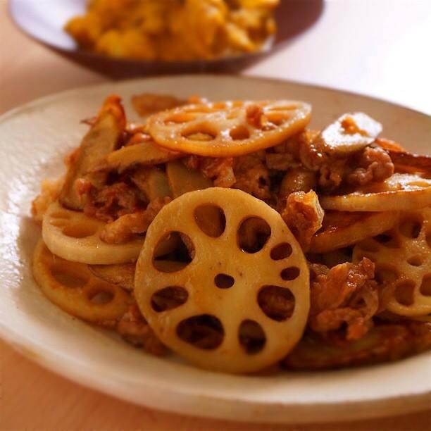 ご飯がすすむ、根菜と豚肉の炒めもの