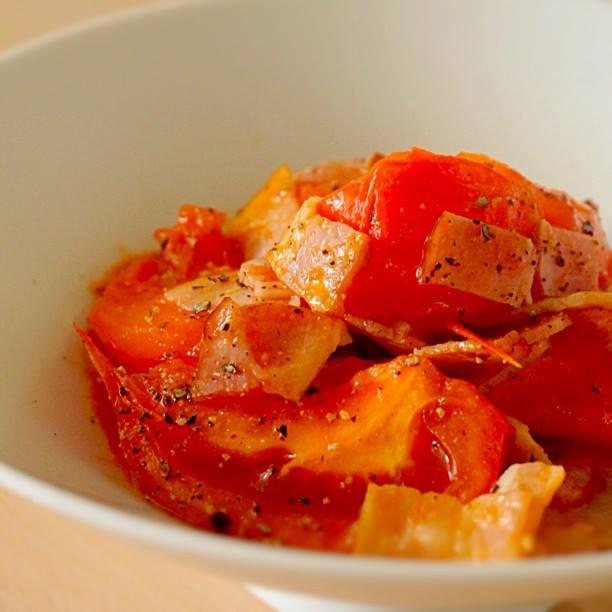 甘みがアップ!トマトとベーコンの炒めもの