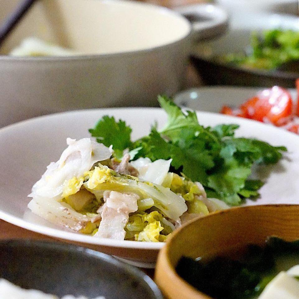 鍋にセットしておけば後は火にかけるだけ!白菜と豚肉とねぎの重ね蒸し