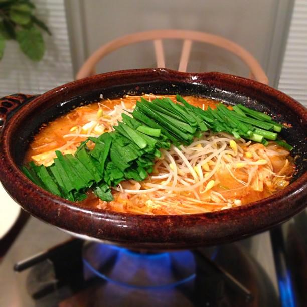 長ねぎたっぷり、豚肉を蒸して火を通すのがポイント!シラサカ家のキムチ鍋