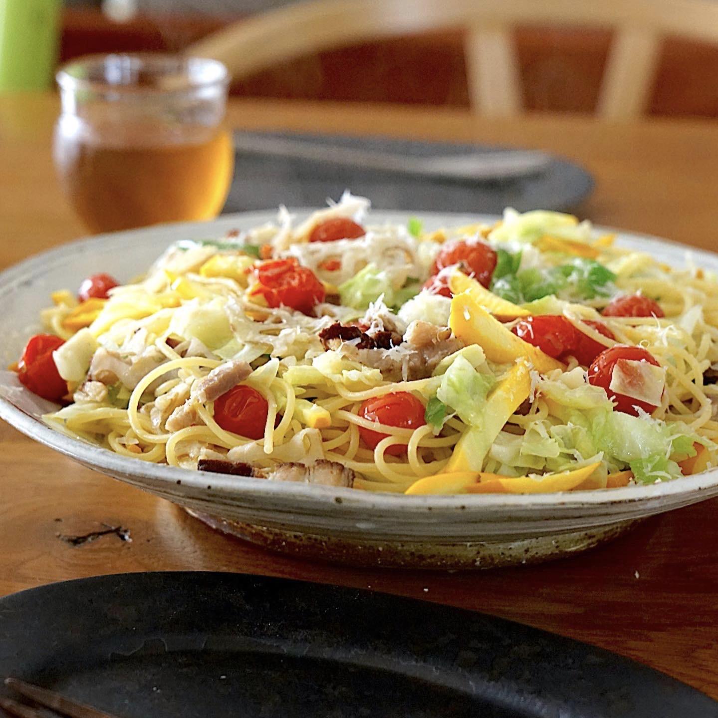 わが家の休日お昼ごはんの定番!野菜たっぷりパスタのつくり方