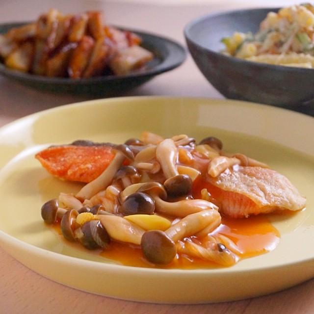 鮭のムニエルトマトケチャップきのこあんかけ