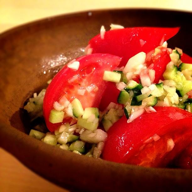 トマトときゅうりと玉ねぎのサラダ